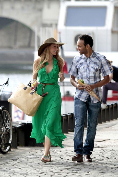 Sommer in Paris: Während Blair sich der Kultur widmet, vergnügt sich Serena (Blake Lively, l.) mit den Männern (Yassine Azzouz, r.), um so die Entsc... - Bildquelle: Warner Brothers