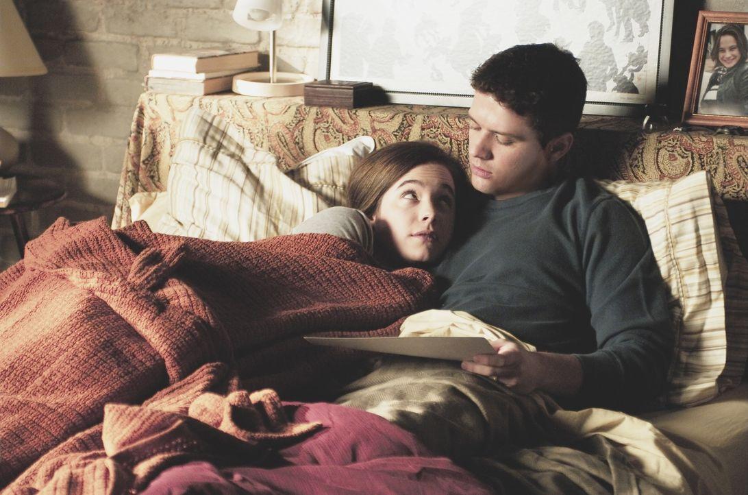 Eric O'Neill (Ryan Phillippe, r.) riskiert seine Ehe (Caroline Dhayernas, l.) für seinen Job ... - Bildquelle: Universal Pictures