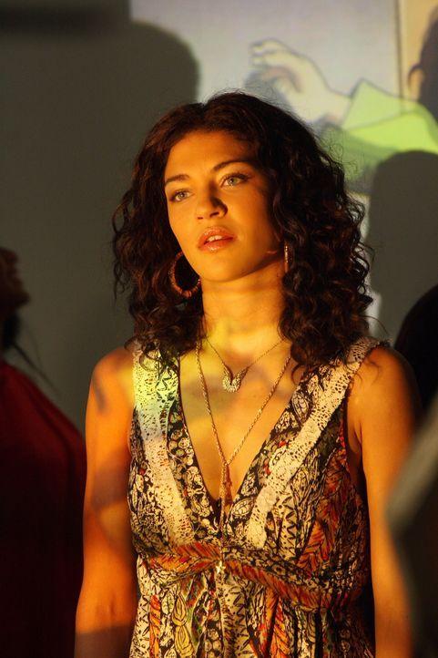 So hat sie sich den Abend nicht vorgestellt: Während Dan und Serena aneinanderhängen, steht Vanessa (Jessica Szohr) allein auf der Party ... - Bildquelle: Warner Bros. Television