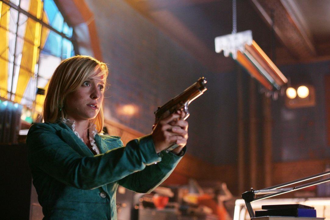 Ohne Clark und mit Zod in Lex' Körper ist die Erde in Gefahr. Chloe (Allison Mack) versucht, alleine klar zu kommen und trifft dabei auf ein bekannt... - Bildquelle: Warner Bros.