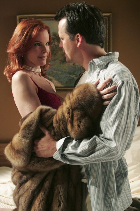 Um ihre Ehe zu retten und das Sexualleben etwas aufzufrischen, besucht Bree (Marcia Cross, l.) ihren Mann Rex (Steven Culp, r.) in seinem Motelzimme... - Bildquelle: Touchstone Pictures