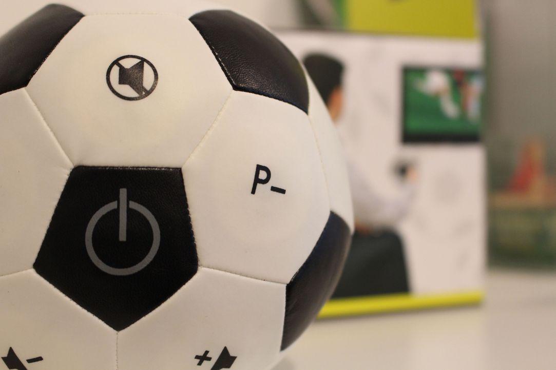 Die Fußball Fernbedienung - Bildquelle: kabel eins