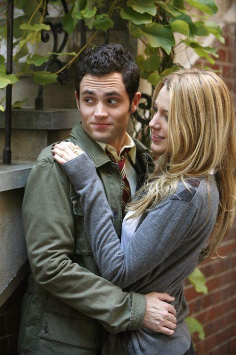 Die Liebe ist noch ganz jung: Dan (Penn Badgley, l.) und Serena (Blake Lively, r.) genießen ihr Glück ... - Bildquelle: Warner Brothers