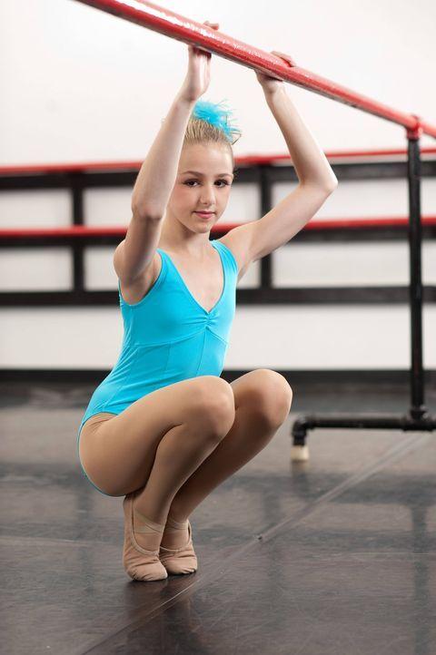 Nachdem Maddie kein Solo mehr tanzen darf, liegt die ganze Verantwortung des Solo-Teils auf Chloes Schultern ... - Bildquelle: Scott Gries 2012 A+E Networks