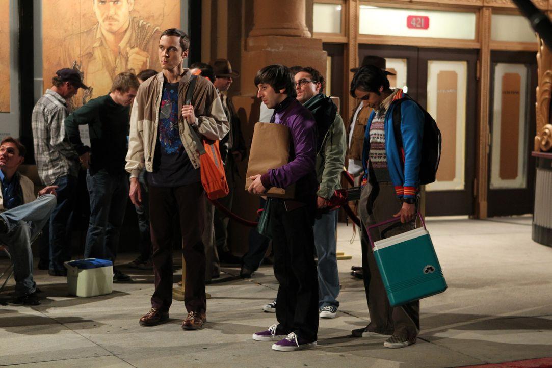 Es kommt, wie es kommen musste: Bevor Sheldon (Jim Parsons, l.), Raj (Kunal Nayyar, r.), Leonard (Johnny Galecki, 2.v.r.) und Howard (Simon Helberg,... - Bildquelle: Warner Bros. Television