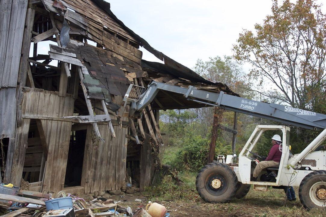 Auf der Suche nach interessanten Gegenständen an verlassenen Orten nimmt das... - Bildquelle: 2014, DIY Network/Scripps Networks, LLC. All Rights Reserved