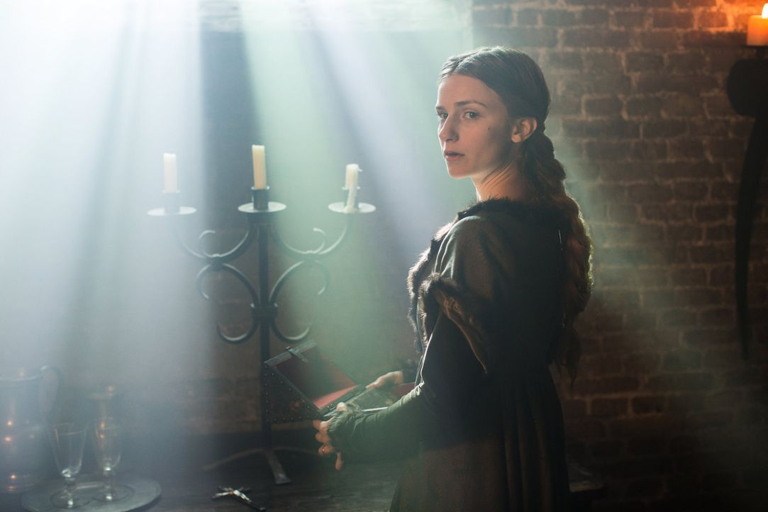 Der Tod ihres Vaters belastet Anne Neville (Faye Marsay) sehr und sie entschließt sich, König Edward IV um Gnade zu bitten ... - Bildquelle: 2013 Starz Entertainment LLC, All rights reserved