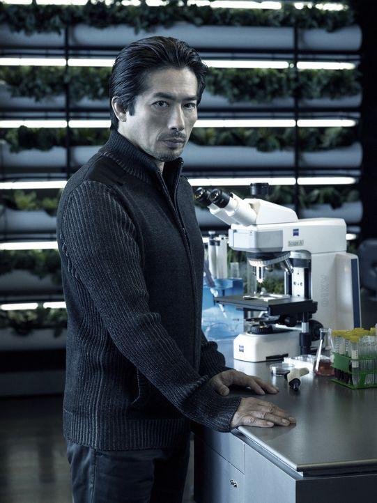 (1. Staffel) - Dr. Hiroshi Hatake (Hiroyuki Sanada) scheint immer ein wenig mehr zu wissen, als seine Kollegen. Wird ihn das möglicherweise auch vor... - Bildquelle: 2014 Sony Pictures Television Inc. All Rights Reserved.