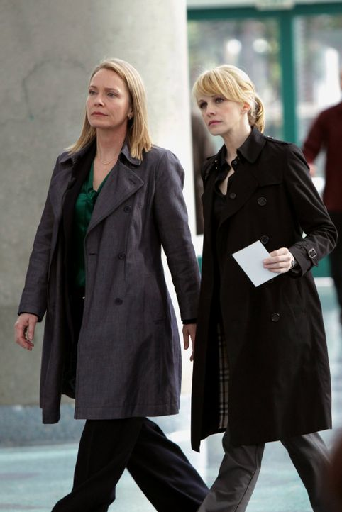 Det. Lilly Rush (Kathryn Morris, r.) und Diane Yates (Susanna Thompson, l.) sind einem Serienmörder auf der Spur, der zwischen seinen Morden 27 Jahr... - Bildquelle: Warner Bros. Television