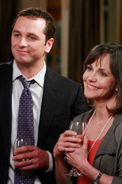 Ausgerechnet jetzt: Kevin (Matthew Rhys, l.) und Nora (Sally Field, r.) haben mit Kitty noch ein Hühnchen zu rupfen ... - Bildquelle: 2008 ABC INC.