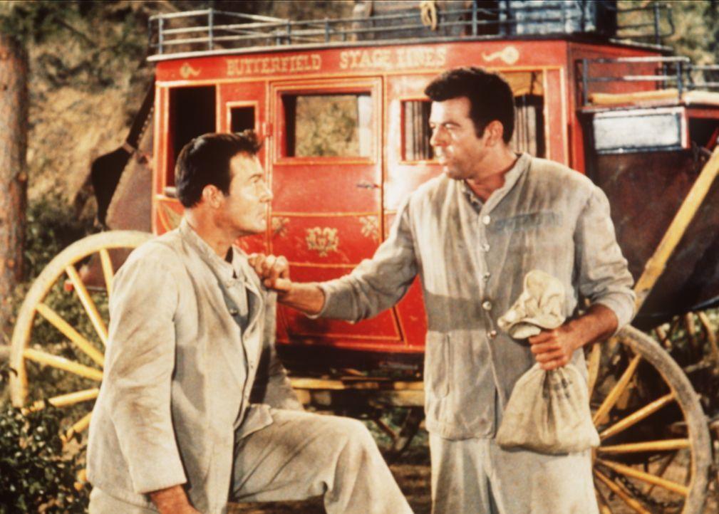 Vance Allen (Logan Field, l.) und der Killer Pike (Robert Tetrick, r.) sind aus dem Gefängnis ausgebrochen und haben eine Postkutsche überfallen. - Bildquelle: Paramount Pictures
