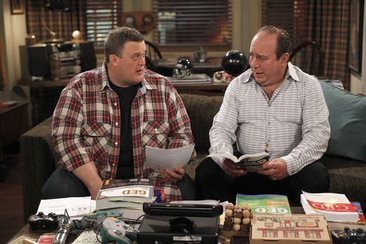 Mike & Molly - Männergespräche: Vince (Louis Mustillo, r.) und Mike (Bill...