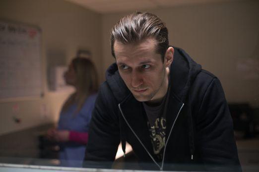 Surviving Evil - Als ein Drogenabhängiger im Drogenzentrum ausrastet wird auc...