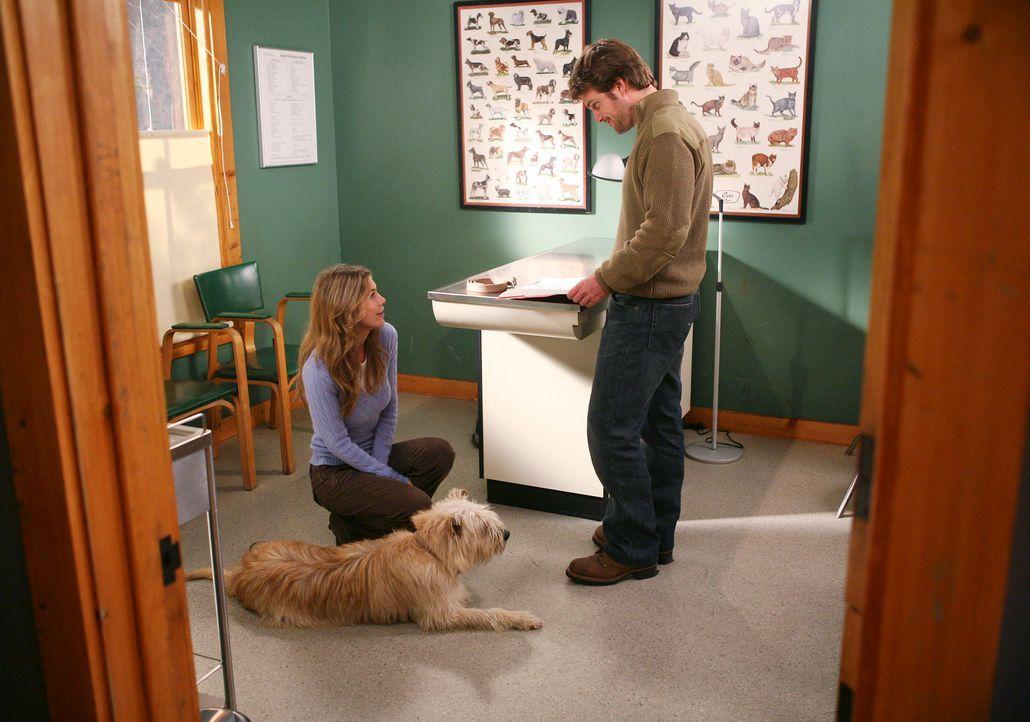 Derek hat Probleme damit, dass sich Meredith (Ellen Pompeo, l.) mit Dr. Finn Dandridge (Chris O'Donnell, r.) so gut versteht ... - Bildquelle: Touchstone Television