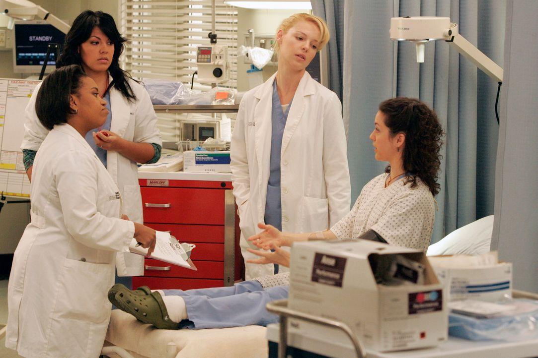 Bailey (Chandra Wilson, l.) und Sydney (Kali Rocha, r.) machen mit Callie (Sara Ramirez, 2.v.l.), Izzie (Katherine Heigl, 2.v.r.) und den anderen As... - Bildquelle: Touchstone Television