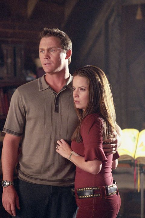 Könne Piper (Holly Marie Combs, r.) und Leo (Brain Krause, l.) Paige retten? - Bildquelle: Paramount International Television