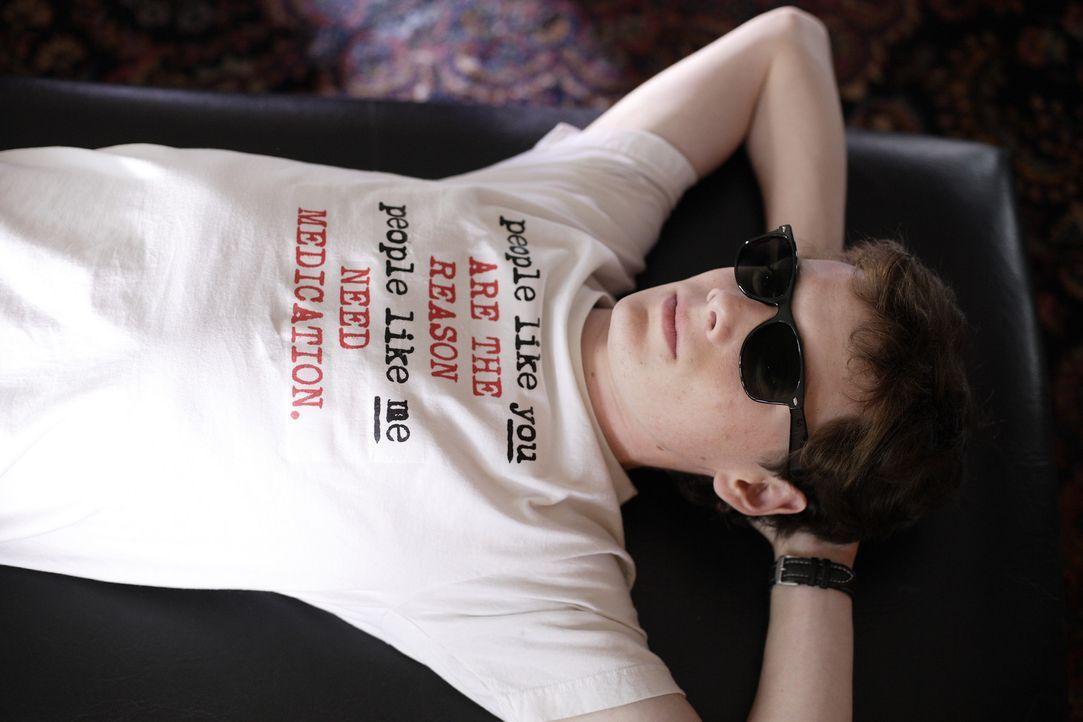 Charlie (Anton Yelchin) kommt aus einem reichen Elternhaus und ist häufig auf Streß aus. Deshalb ist er schon so oft von einer Privatschule geflog... - Bildquelle: 2007 KIMMEL DISTRIBUTION LLC. ALL RIGHTS RESERVED.