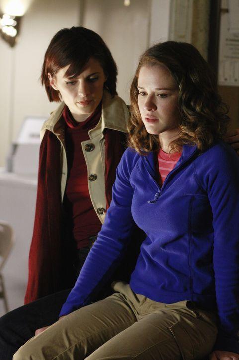 Kann Kate (Stana Katic, l.) das Vertrauen von Chloe Richardson (Sarah Drew, r.) gewinnen? - Bildquelle: 2008 American Broadcasting Companies, Inc. All rights reserved