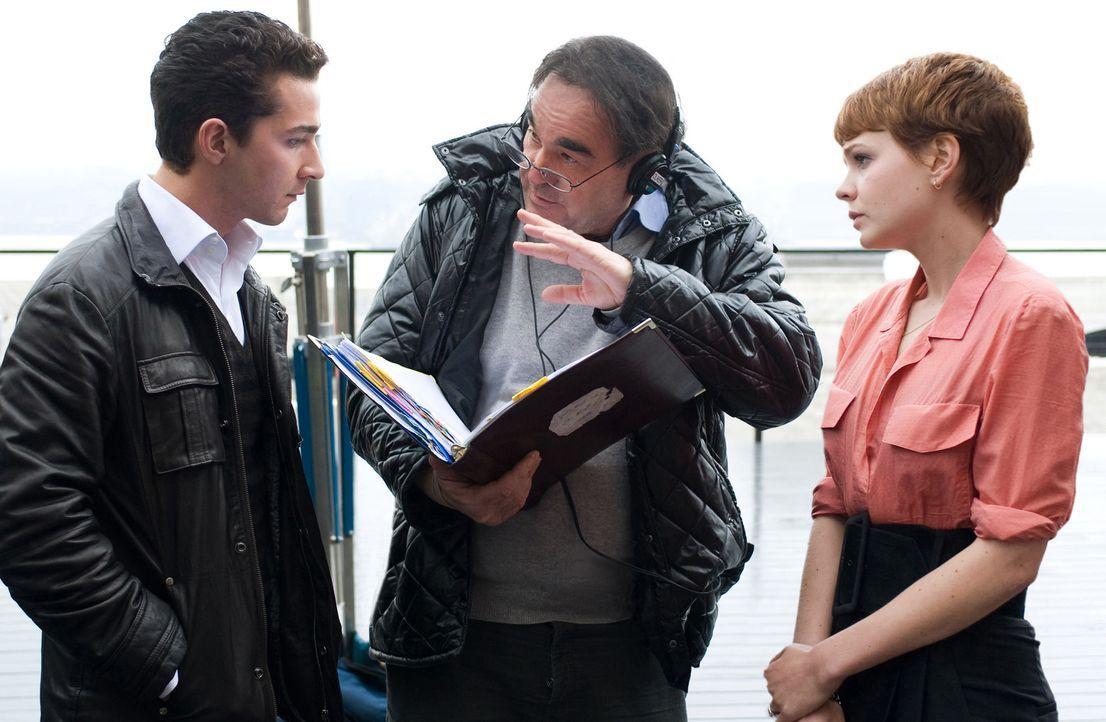 Regisseur Oliver Stone (M.) mit den Hauptdarstellern Carey Mulligan (r.) und Shia LaBeouf (l.) - Bildquelle: TM and   2010 Twentieth Century Fox Film Corporation.  All rights reserved.  Not for sale or duplication.