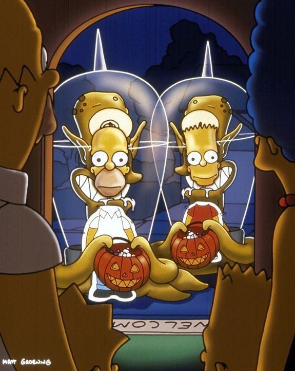 Um sich vor ihren Verfolgern zu verstecken, schlüpfen Homer (l.) und Bart (r.) in eine Fotopappwand. - Bildquelle: und TM Twenthieth Century Fox Film Corporation - Alle Rechte vorbehalten