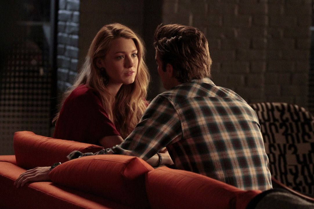 Nach einem kleinen Streit begreifen Serena (Blake Lively, l.) und Nate (Chace Crawford, r.), dass Jenny hinter all den Schwierigkeiten in ihrer Bezi... - Bildquelle: Warner Brothers
