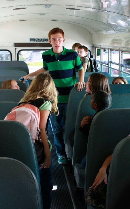 Parker (Joshua Moore, M.) und seine Mitschüler sind geschockt, als sie die Nachricht erhalten, dass Emily Portsmith ermordet wurde ... - Bildquelle: ABC Studios