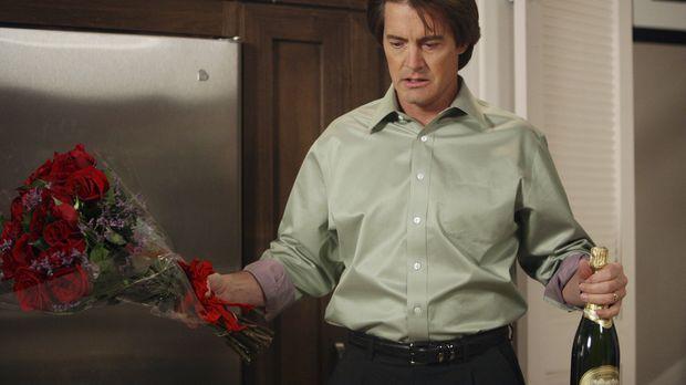 Rückblick: Mit Blumen zur Versöhnung kehrt Orson (Kyle MacLachlan) in Monique...