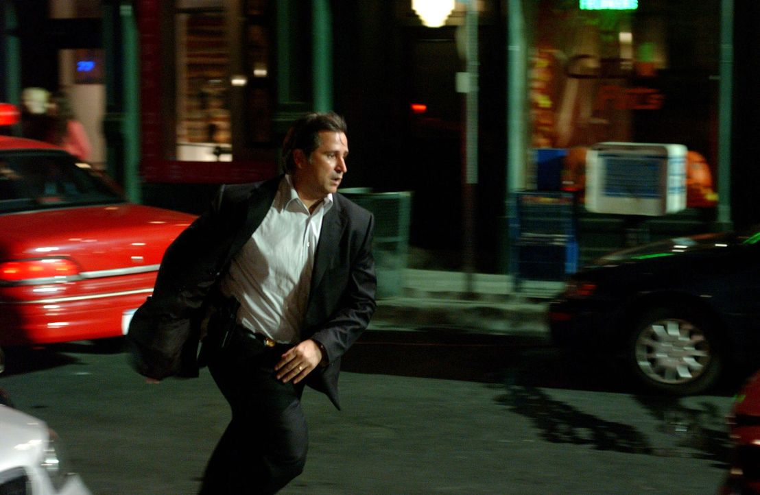 Jede Sekunde zählt: Jack Malone (Anthony LaPaglia) weiß, wo sich der brutale Frauenmörder eventuell aufhalten könnte ... - Bildquelle: Warner Bros. Entertainment Inc.