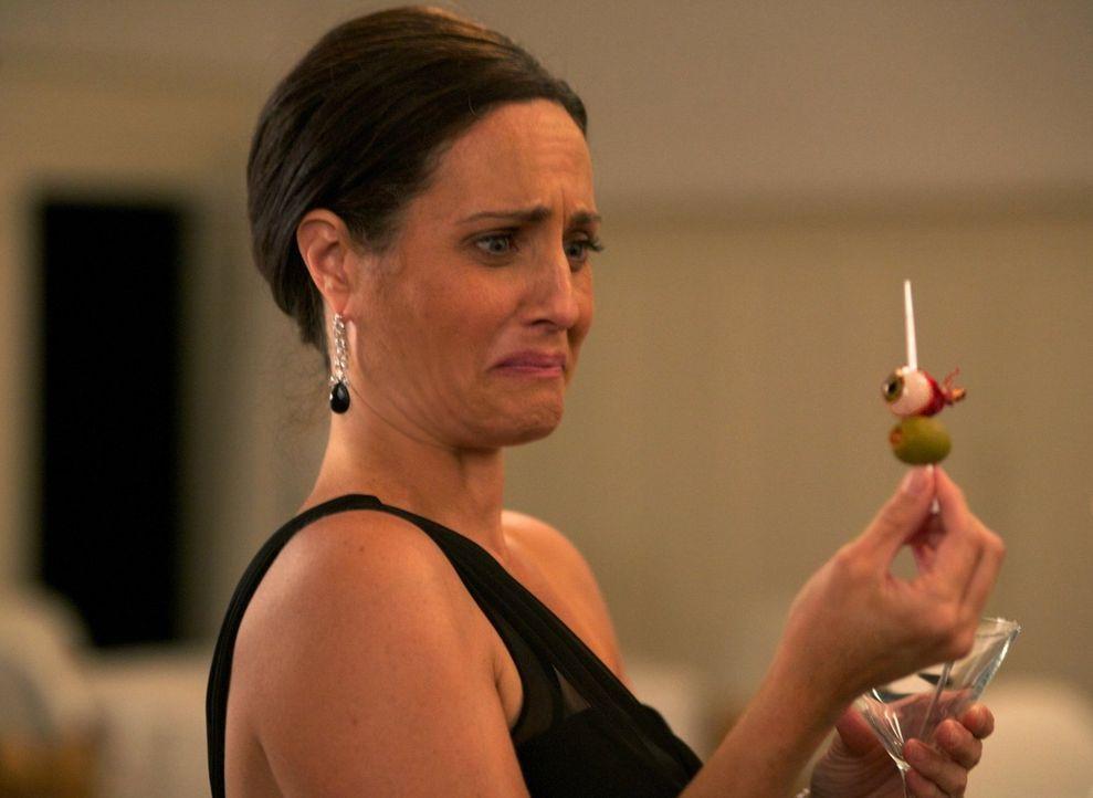 Wird Sue (Meredith McGeachie) das nächste Opfer von Maggie Stark sein? - Bildquelle: Warner Bros. Television