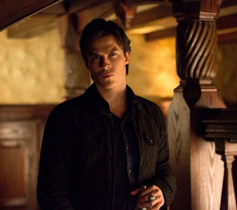 Selbst für Damons (Ian Somerhalder) Verhältnisse ist das Verhalten von Elena besorgniserregend, aber auch seine ganz besondere Verbindung zu Elena k... - Bildquelle: Warner Brothers