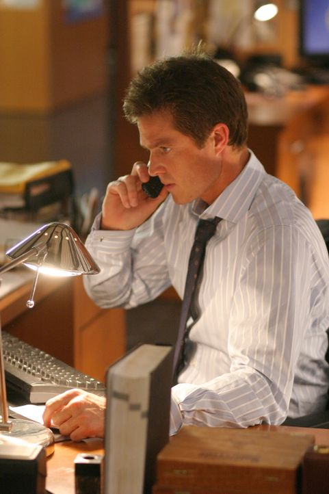 Eine heiße Spur? Martin Fitzgerald (Eric Close) setzt alle Hebel Bewegung ... - Bildquelle: Warner Bros. Entertainment Inc.