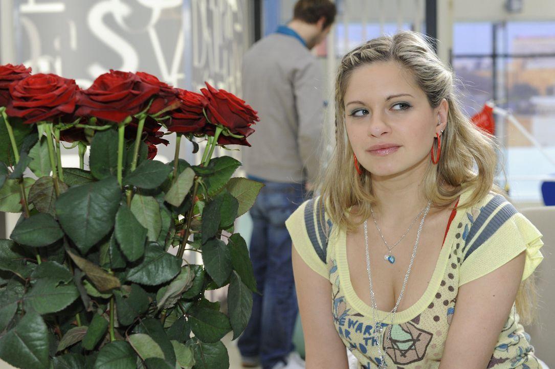 Mia (Josephine Schmidt) erlebt den Zusammenhalt der Familie Polauke nach dem Weggang von Katja als sehr positiv. Als dann auch noch Alexander auftau... - Bildquelle: SAT.1