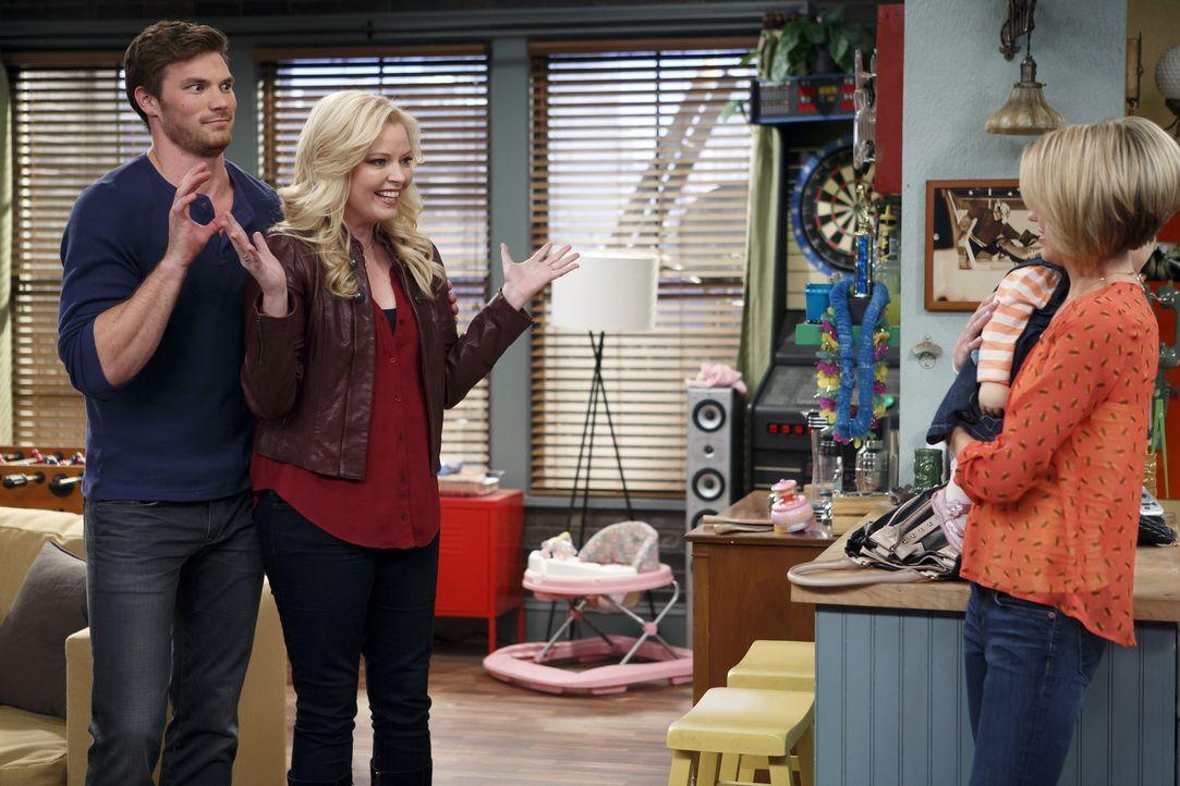 Bonnie (Melissa Peterman, M.) verschickt versehentlich eine SMS von Danny (Derek Theler, l.) an Riley (Chelsea Kane, r.), während Ben ein schockiere... - Bildquelle: Bruce Birmelin ABC Family