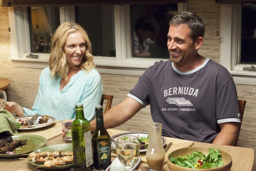 Noch ahnt Pam (Toni Collette, l.) nicht, dass Trent (Steve Carell, r.) ein Techtelmechtel mit der Frau seines Freundes begonnen hat ... - Bildquelle: 2013 Twentieth Century Fox Film Corporation.  All rights reserved.