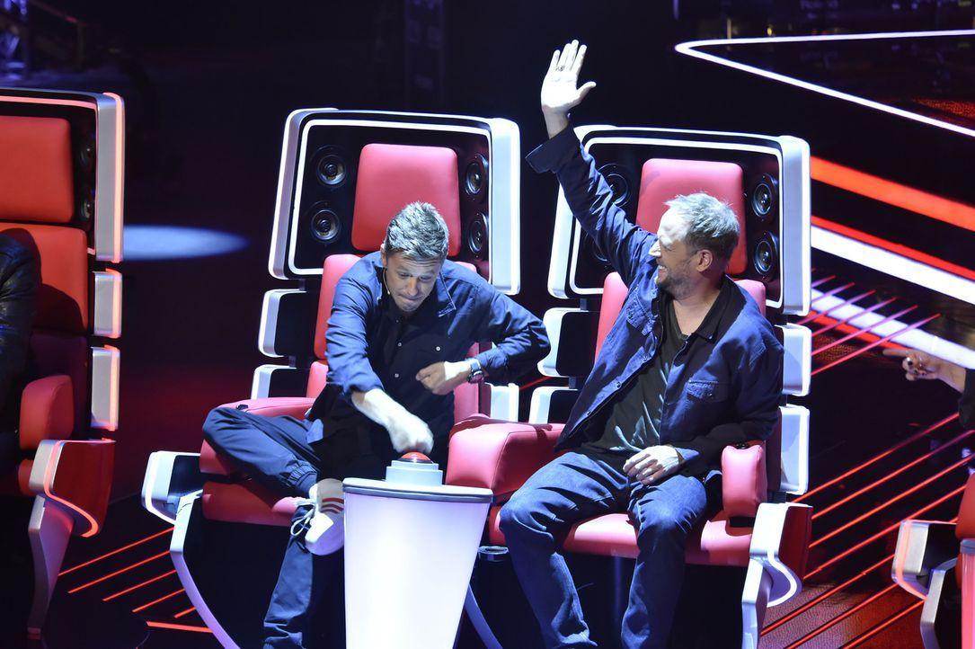 Michi Beck (l.) und Smudo (r.) nehmen es mit den anderen Coaches auf und buhlen bei den Blind Auditions um die Gunst der Talents ... - Bildquelle: Claudius Pflug SAT.1/ProSieben