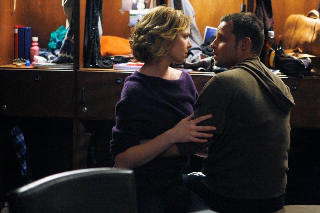Izzie (Katherine Heigl, l.) kehrt wieder zurück und versucht, die Dinge mit Alex (Justin Chambers, r.) zu klären ... - Bildquelle: Touchstone Television