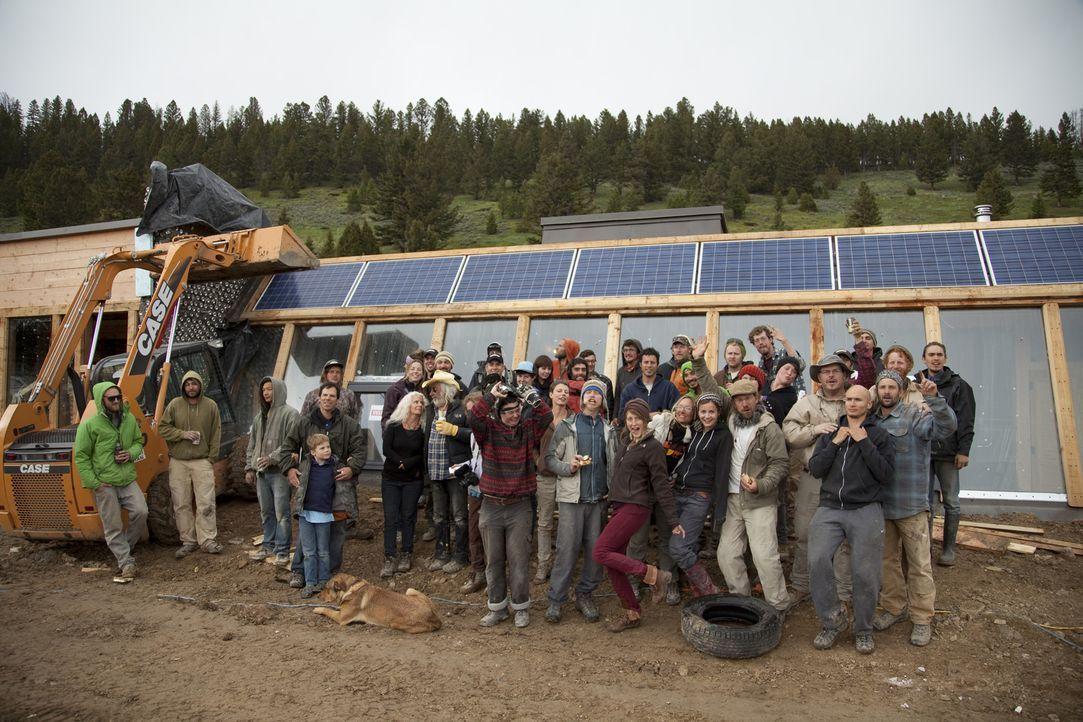 In der Abgeschiedenheit Montanas wollen Reynolds und sein Team von 50 Praktikanten ein Earthship bauen, ein Haus, das komplett unabhängig ist und oh... - Bildquelle: 2013, HGTV/Scripps Networks, LLC. All Rights Reserved.