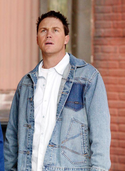 Als ein Busfahrer nach einem Herzstillstand reanimiert wird, behauptet er, er sei einem Engel begegnet, der Leo (Brian Krause) heißt ... - Bildquelle: Paramount Pictures.