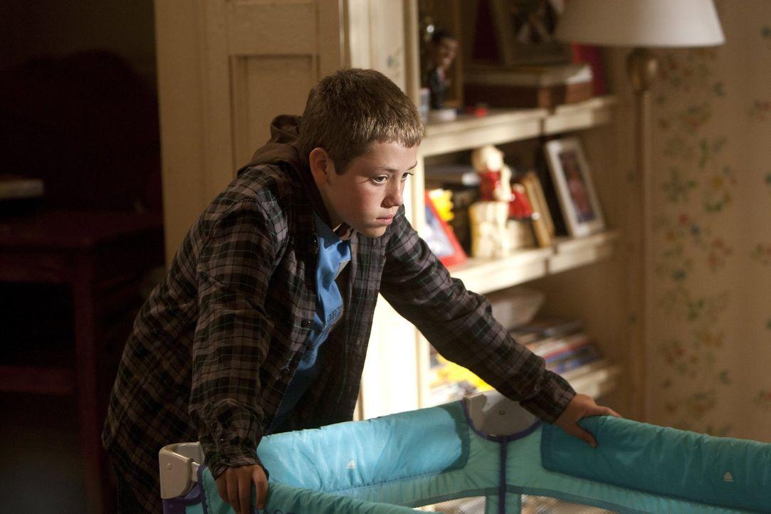 Während Steve mit Lip an einem Weg arbeitet, Fiona zurückzugewinnen, muss sich Carl (Ethan Cutkosky) daran gewöhnen, dass auf einmal seine Mutter Mo... - Bildquelle: 2010 Warner Brothers
