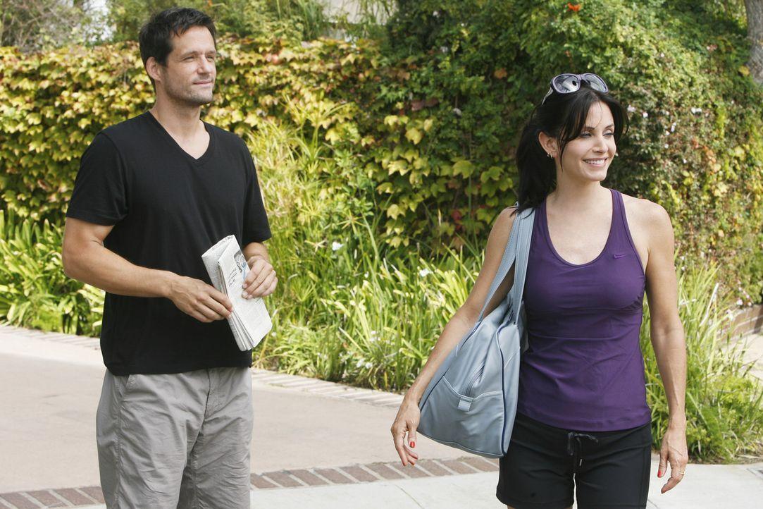 Haben ihre ganz normalen Auseinandersetzungen: Jules (Courteney Cox, r.) und Grayson (Josh Hopkins, l.) ... - Bildquelle: 2009 ABC INC.