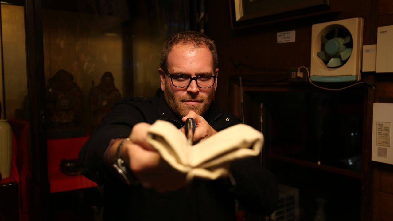 In Japan erforscht Josh Gates antike Gebetsstätten, versteckt in den Bergen, und kriecht durch unterirdische Tunnel, um das verschollene mystische H... - Bildquelle: 2015, The Travel Channel, L.L.C. All Rights Reserved.