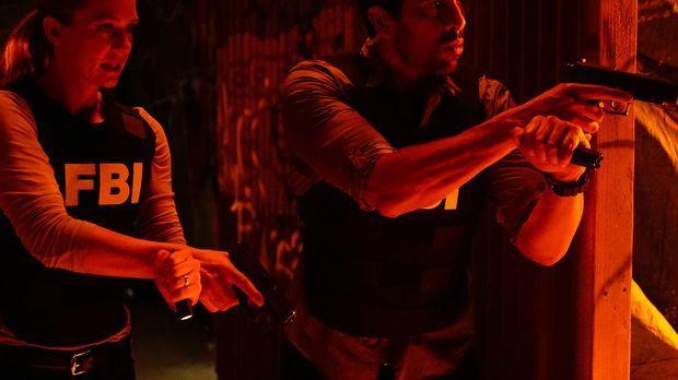 Das Team um JJ (A.J. Cook, l.) und Luke (Adam Rodriguez, r.) muss einen Feuer...