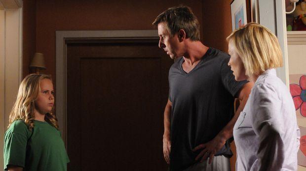Joe (Jake Weber, M.) versteht die Welt nicht mehr: Es scheint, als hätten Bri...