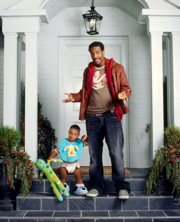 Wie eine glückliche Familie: Darryl (Shawn Wayans, r.) ahnt nicht, dass Calvin (Marlon Wayans, l.) nicht wirklich ein Kind ist ... - Bildquelle: Sony Pictures Television International. All Rights Reserved.