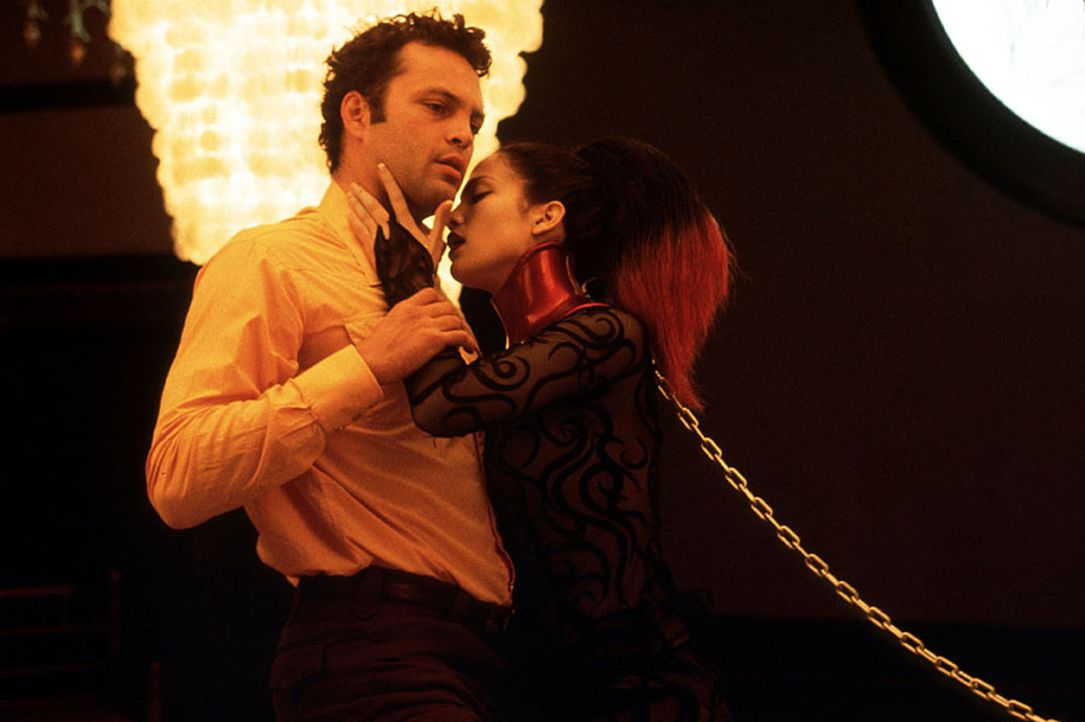 Erst spät erkennt der FBI-Agent Peter (Vince Vaughn, l.), dass Catherines (Jennifer Lopez, r.) Reise in die Träume eines psychopathischen Serienkill... - Bildquelle: Kinowelt Filmverleih
