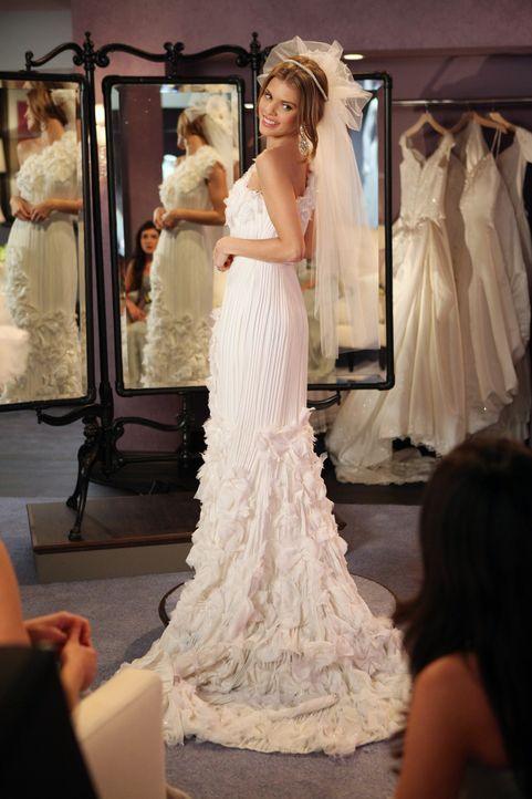 Auf der Suche nach dem passenden Brautkleid: Naomi (AnnaLynne McCord) ... - Bildquelle: 2011 The CW Network. All Rights Reserved.