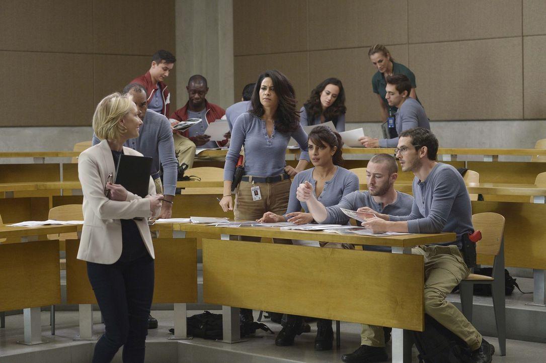 Dr. Susan Langdon (Anne Heche, vorne l.) hat eine Aufgabe für die Rekruten, die gelöst werden muss: Ryan (Jake McLaughlin, vorne 2.v.r.), Simon (Tat... - Bildquelle: Philippe Bosse 2015 ABC Studios