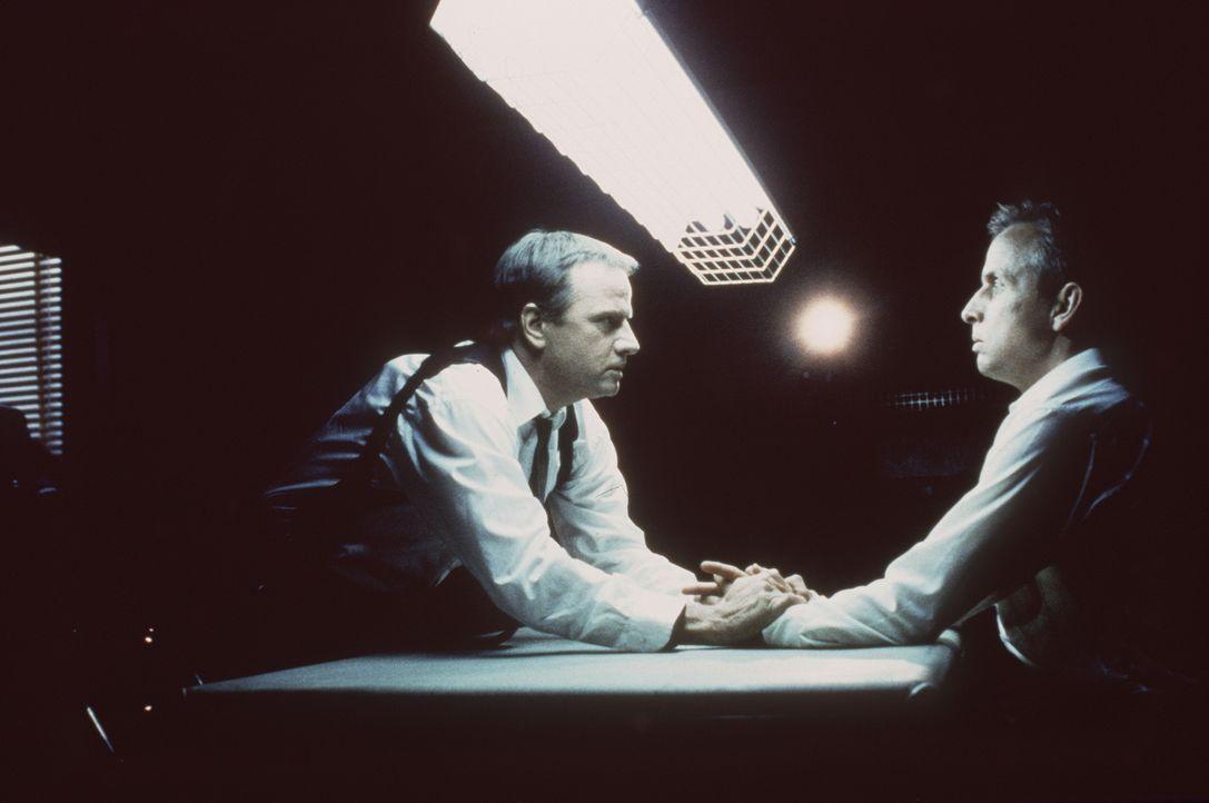 Detektive John Prudhomme (Christopher Lambert, l.) kennt den letzten notwendigen Schritt des grausamen Killers: Dieser benötigt noch das Herz eines... - Bildquelle: Columbia TriStar Home Video