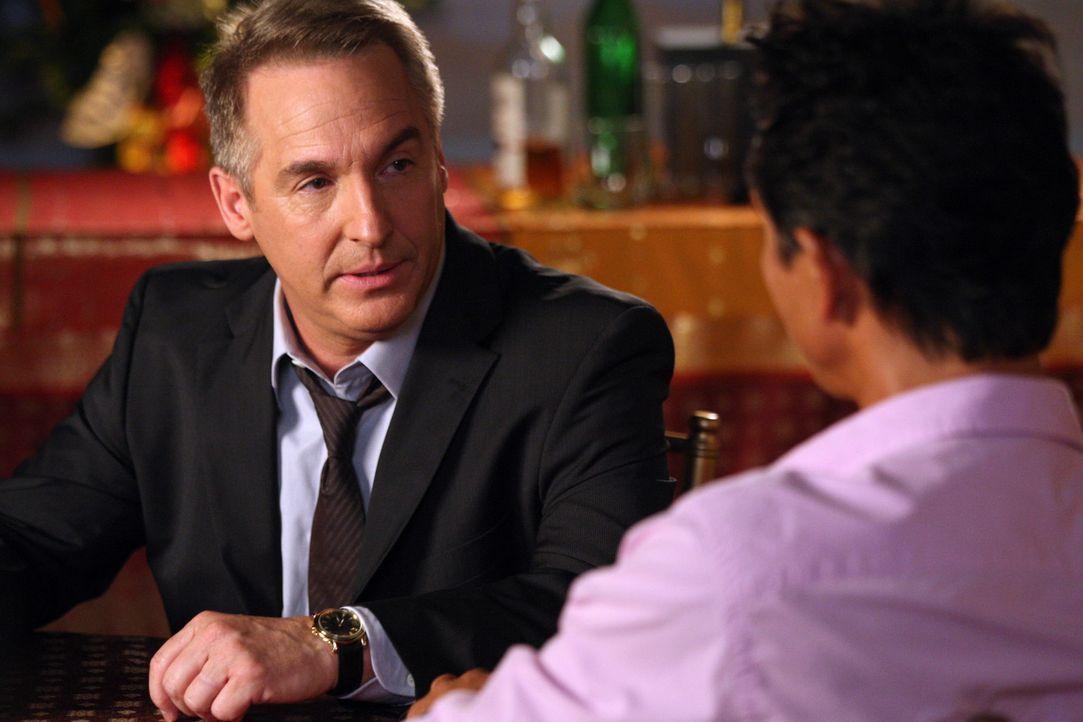 Während Sheldon (Brian Benben, l.) einen suizidgefährdeten Patienten berät, nehmen Jack (Benjamin Bratt, r.) und die anderen Ärzte auf ganz beso... - Bildquelle: ABC Studios