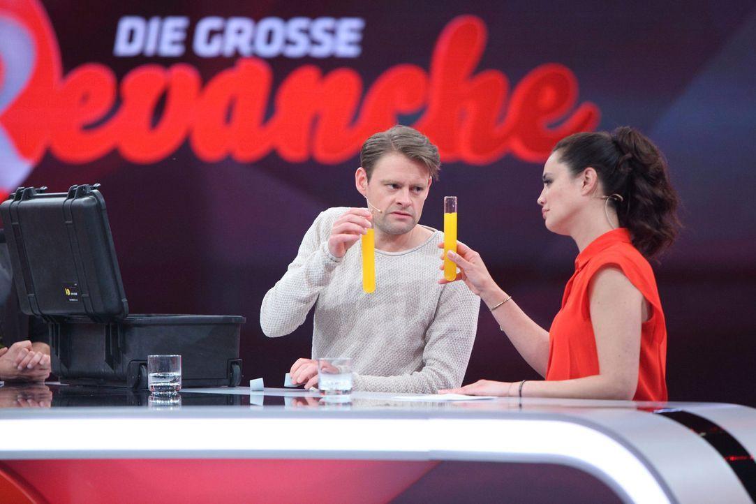 Freuen sich über jeden gelungenen Streich: Max Giermann (l.) und Christine Henning (r.) ... - Bildquelle: Frank Hempel Sat.1